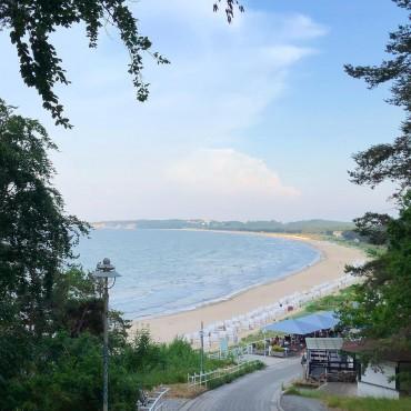 An einem langen Strand scheint irgendwie immer die Sonne. Irgendwo. Irgendwann. #sellin #baabe #göhren #ichbineinselliner