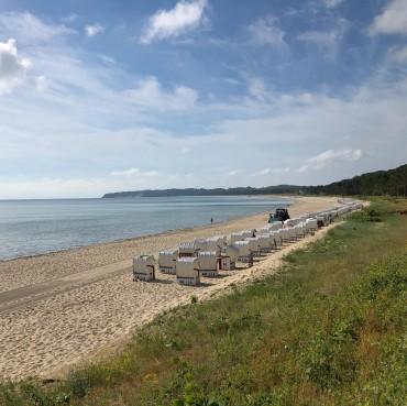 Guten Morgen Insel Rügen Freunde. Der sonnige Tag beginnt mit den Vorbereitungen für einen schönen Strandtag. Der Strand wird gereinigt. Wer erkennt wie? #ruegen #rügen #ostsee #virtualruegality #balticsea #inselrügen #wirsindinsel  #germany #ostseeliebe #meer #strand #mvtutgut #ostseeküste #inselruegen #aufnachmv  #rügenliebe #ichbineinselliner #sellin #baabe