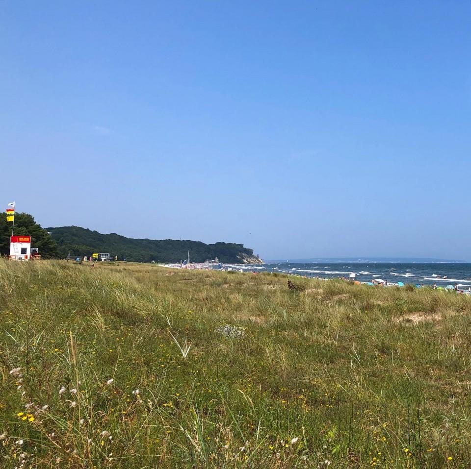Heute Strand oder Arbeiten? Wir gehen uns heute in der Ostsee erfrischen. Und Du? ____________ SPEICHERNSpeichere diesen Beitrag, falls du ihn später noch einmal lesen möchtest.👥 TEILEN Teile diesen Beitrag in deiner Story oder sende ihn an jemanden, der den Inhalt jetzt unbedingt braucht.#ruegen #rügen #ostsee #virtualruegality #balticsea #inselrügen #wirsindinsel  #ostseeliebe #mvtutgut #ostseeküste #inselruegen #aufnachmv  #rügenliebe #ruegenfotos #meckpomm #landzumleben #ig_ruegen #mvhältzusammen #ig_vorpommern #MVMoment  #visitgermany