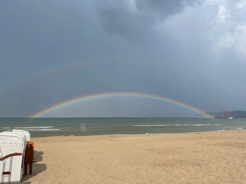 Komm mit bis zum Ende des Regenbogens! #ostsee #binz #binzerbucht #rainbow #regenbogen #liveausbinz
