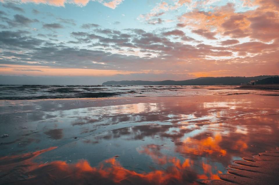 #moin #binz  #sunrise #binzmoment #strand #rügen #inselrügen #wirsindinsel #sonnenaufgang #pocket_sunrise #sunriseonthebeach #pocket_beaches #aufnachmv #sonnenaufgänge #moody_mv #moodygrams #beachchair #strandkorb #mvliebe #ostseeküste #ostsee24 #binzerbucht pic @fotoart.mirkoboy